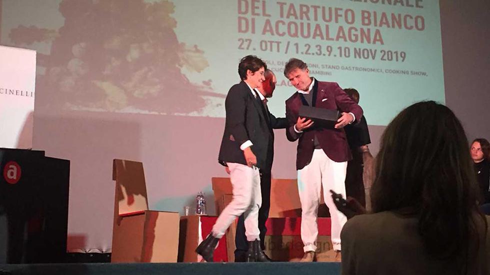 Omaggiodi T&C Tartufi A Brunello Cucinelli Stilista E Imprenditore Italiano